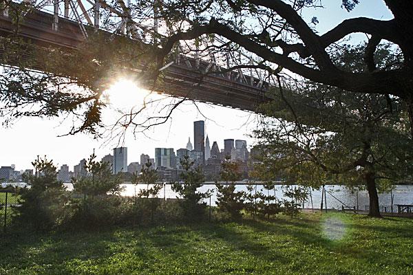 Queens Bridge mit Blick auf Manhattan