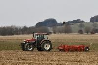 Landwirt bei der Frühjahrsarbeit