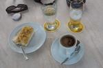 Rast bei Kaffee und Kuchen